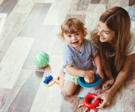 mother-and-child-playing-laminate-flooring